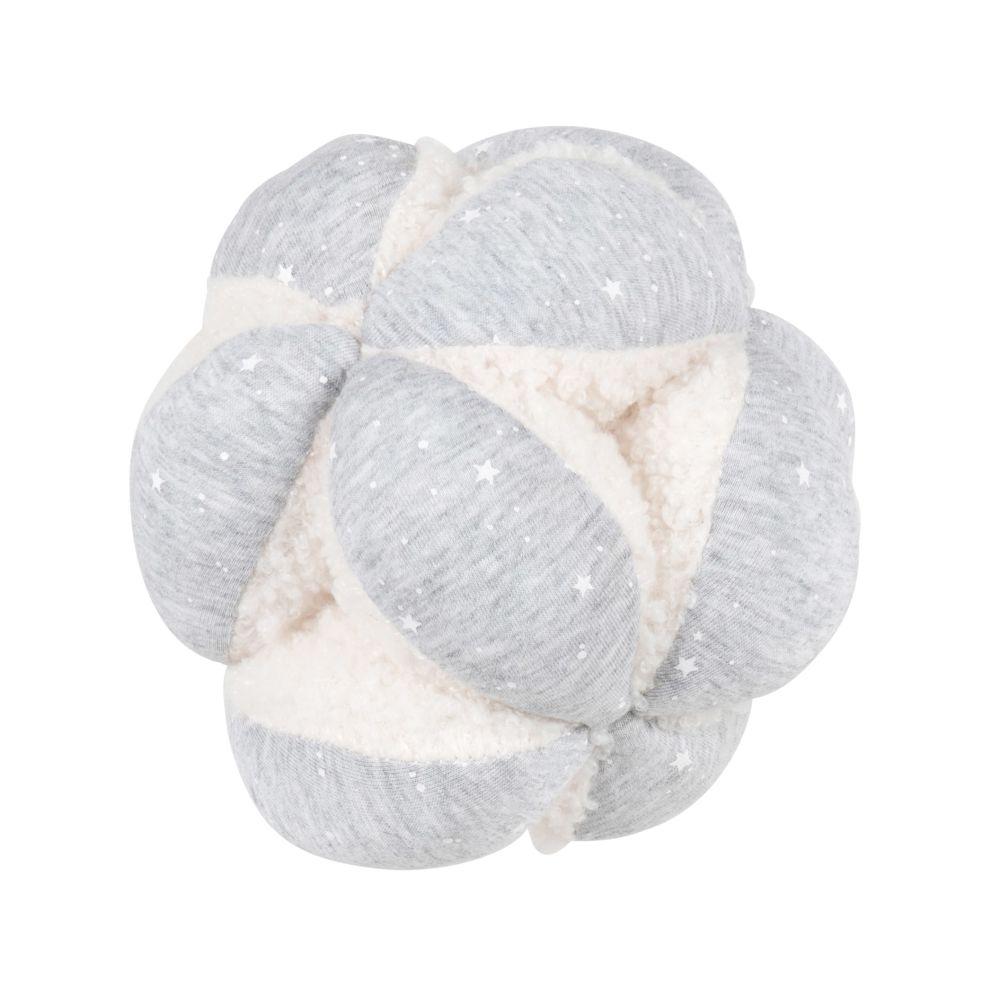 Balle sensorielle bébé en coton bio gris et à bouclettes blanches avec grelot