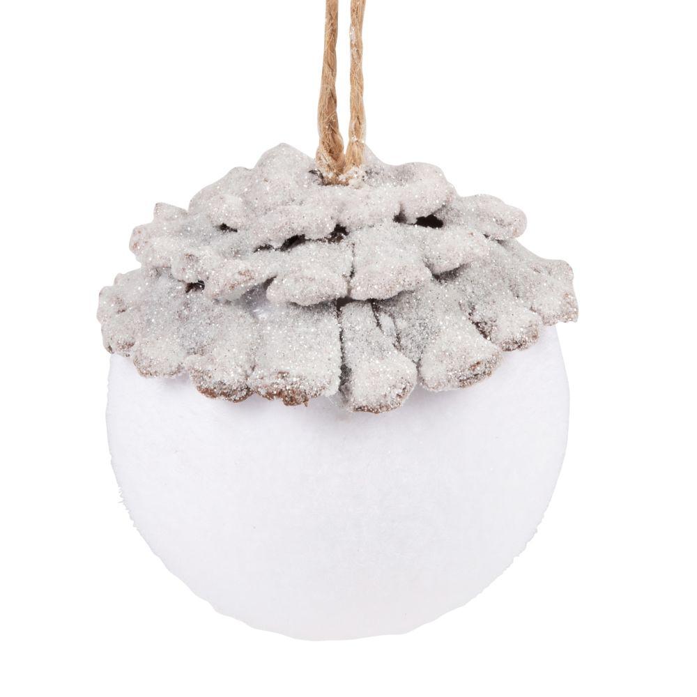 Boule de Noël blanche et écorce marron