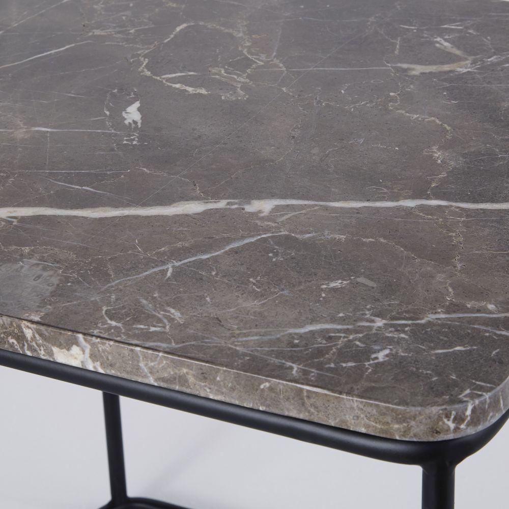 Bout de canapé en marbre marron et métal noir