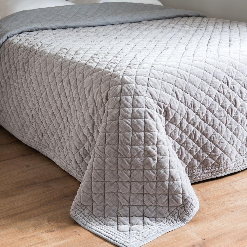 Boutis en coton gris clair effet velours à motifs 240x260