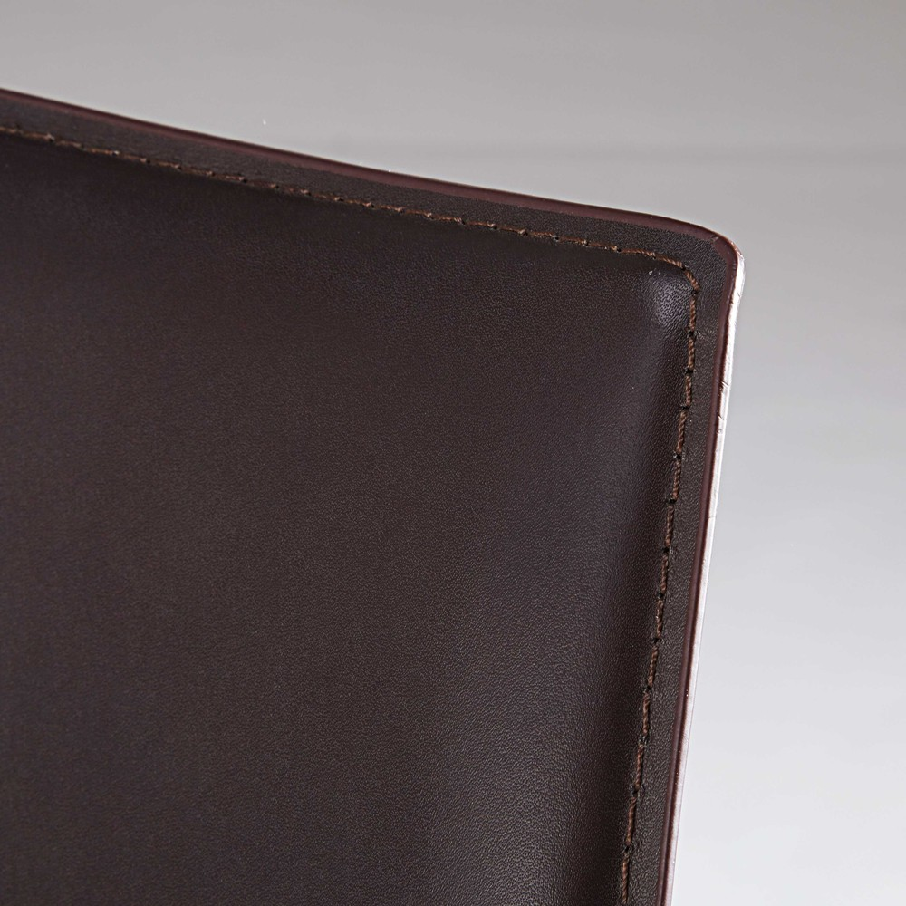 Chaise en synderme marron
