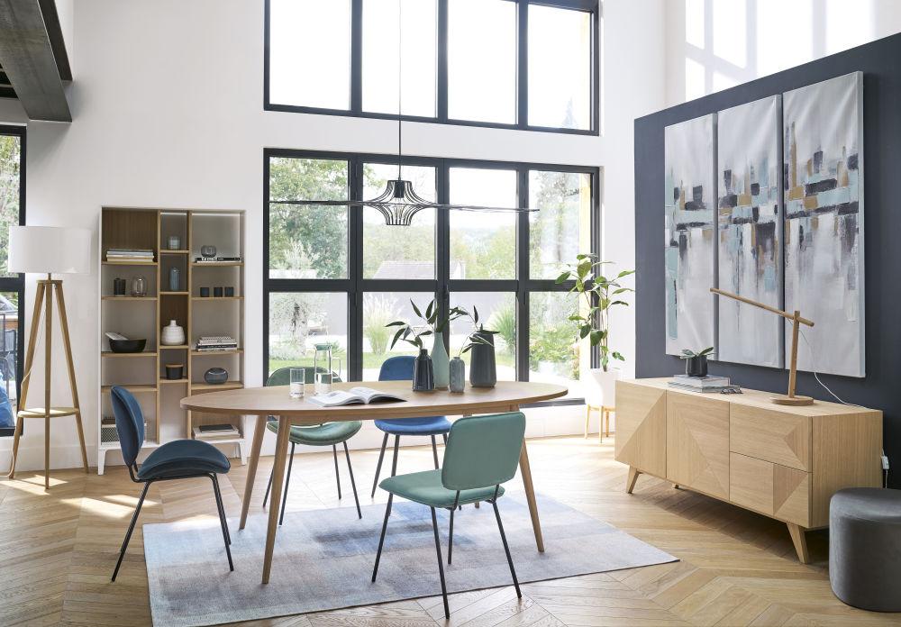 Chaise en velours bleu et métal noir