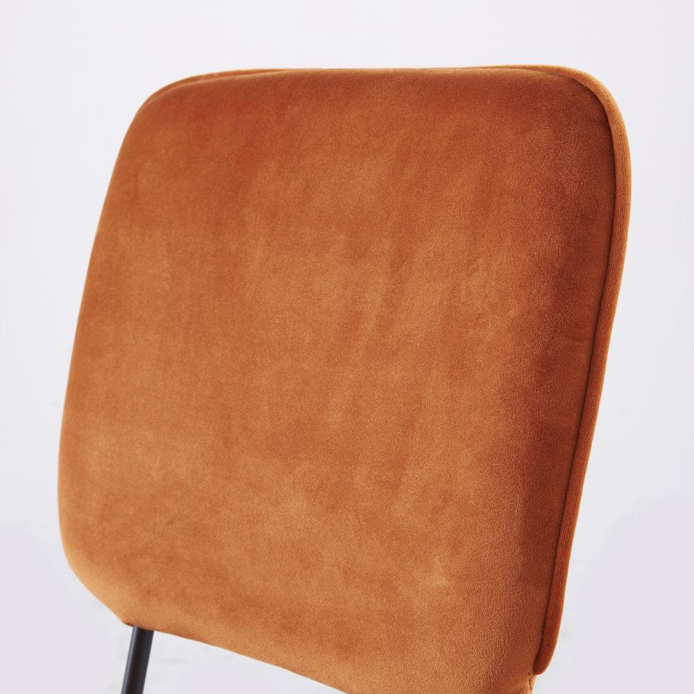 Chaise en velours marron écureuil et métal noir