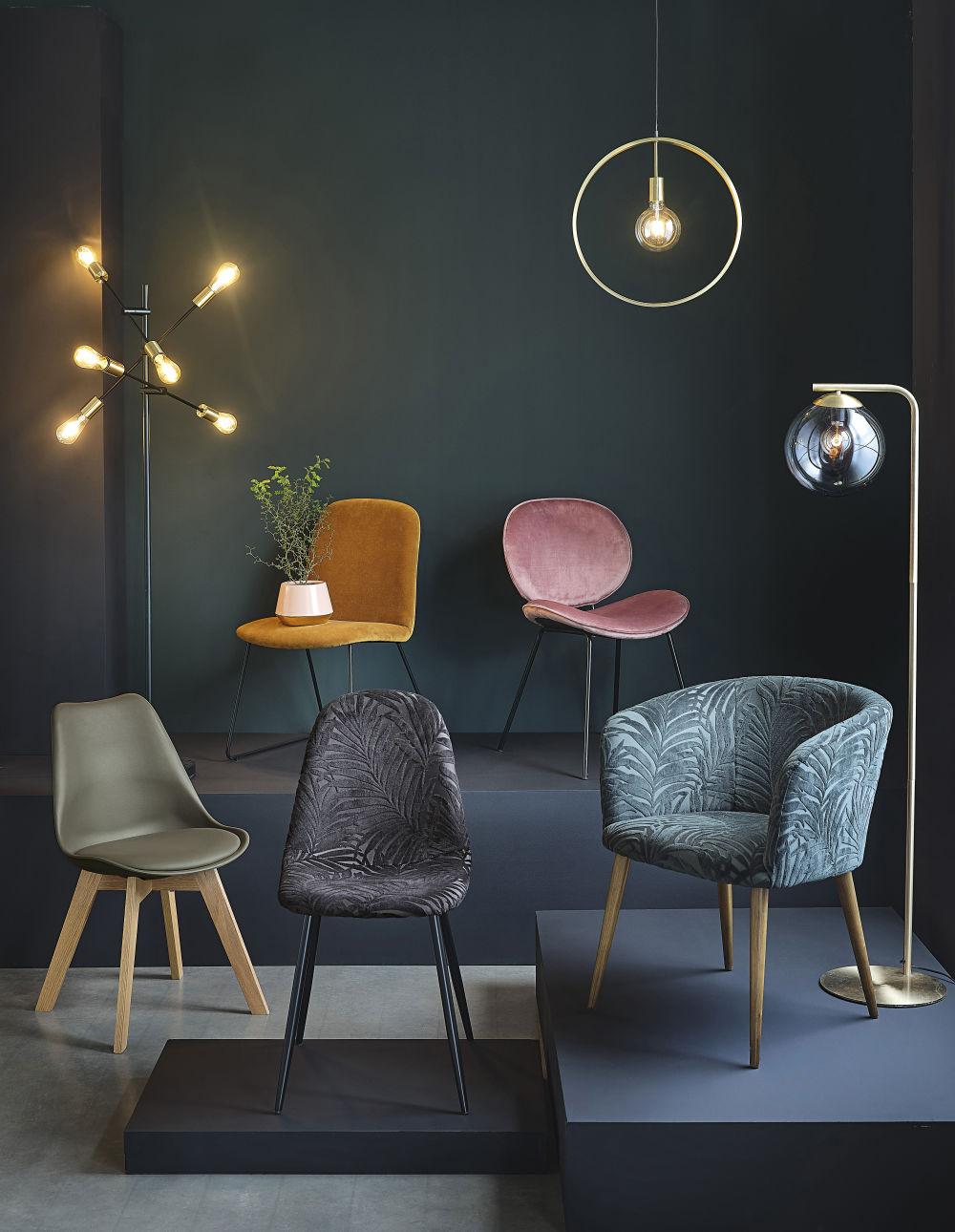 Chaise en velours rose et métal noir