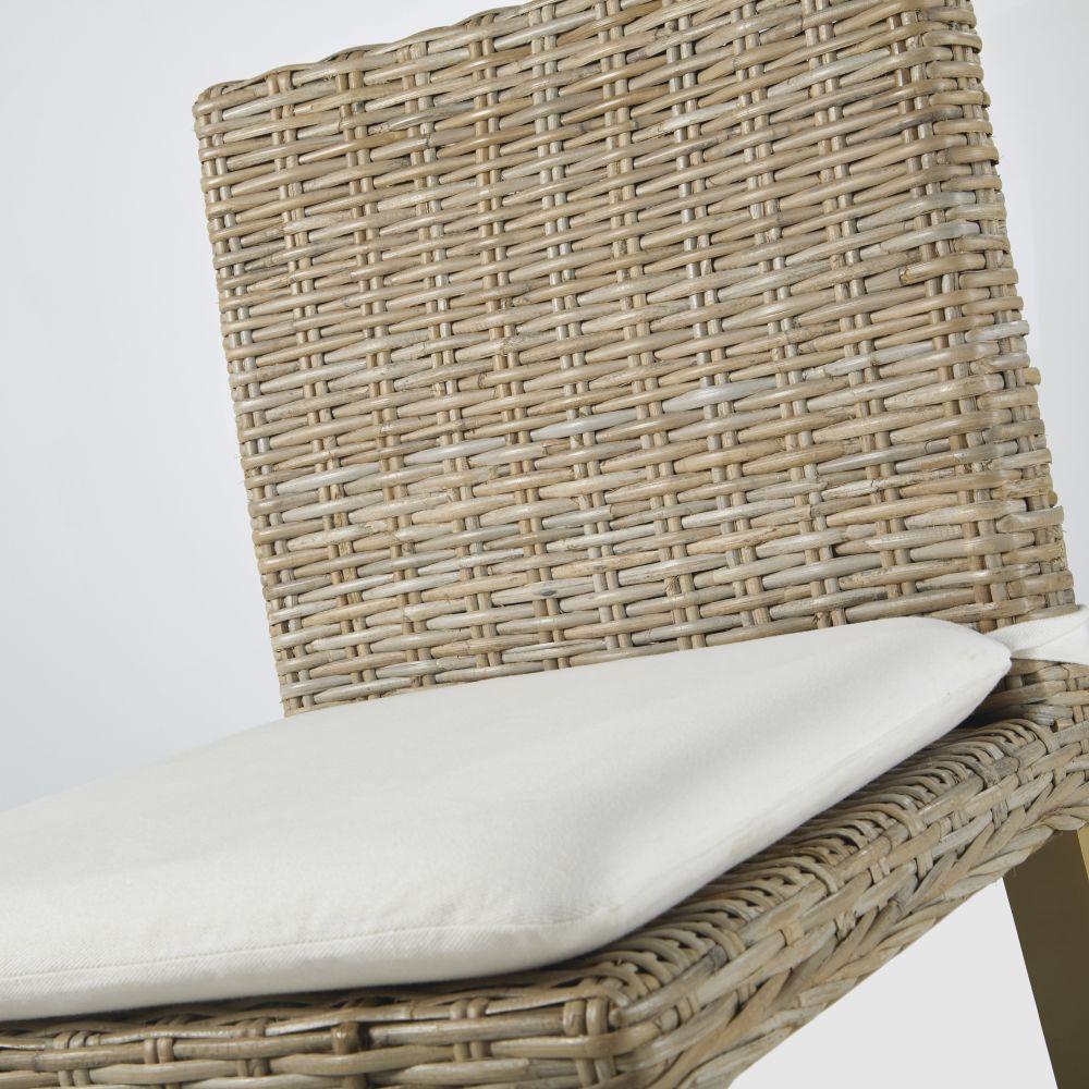 Chaise pour îlot central en rotin Kubu grisée et mahogany massif