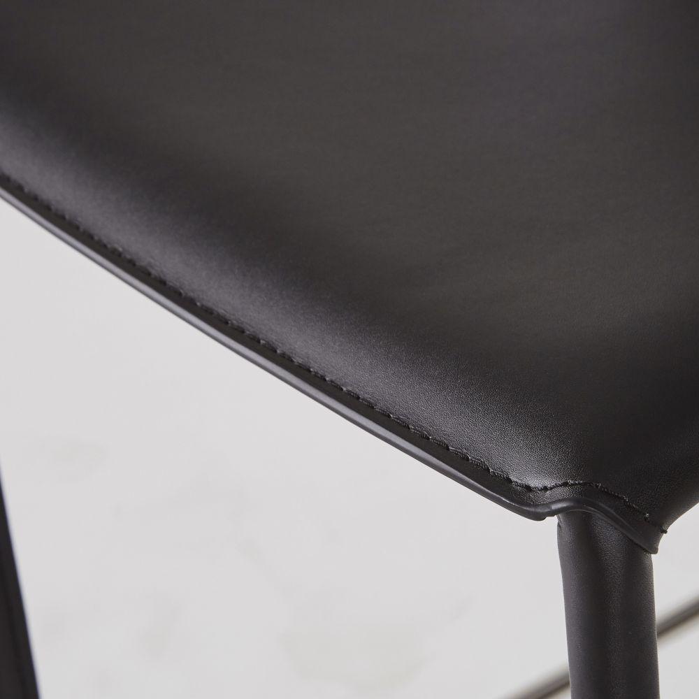 Chaise pour îlot central en synderme noir