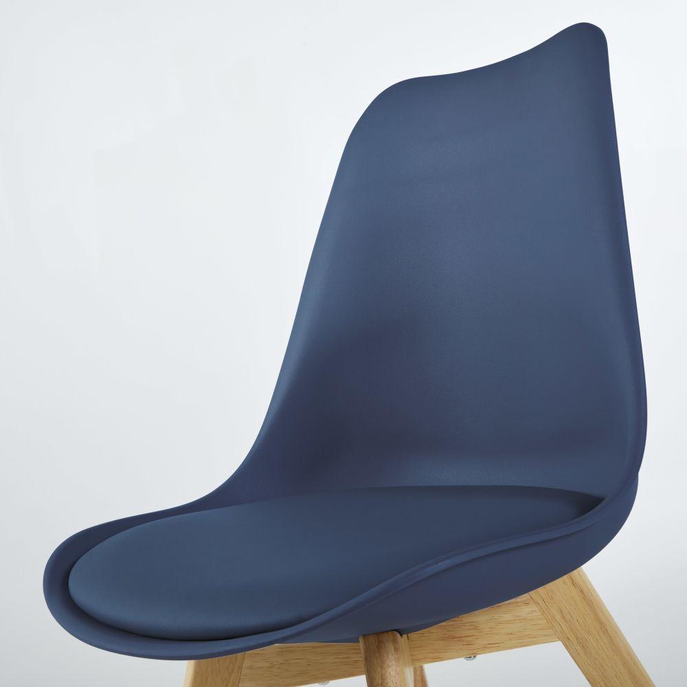 Chaise style scandinave bleu minéral et hévéa