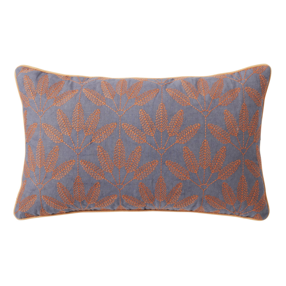 Coussin en coton bleu motifs brodés orange 30x50