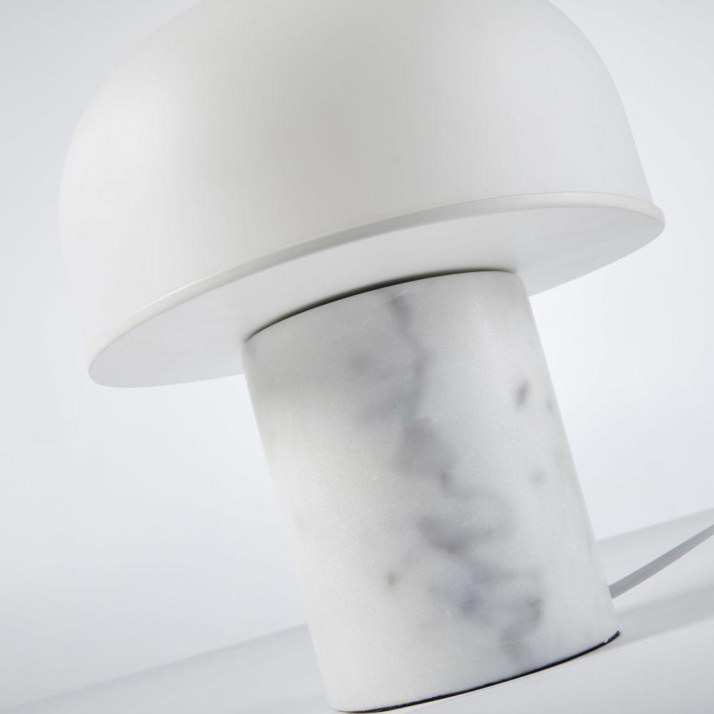 Lampe en marbre et verre opalin blancs