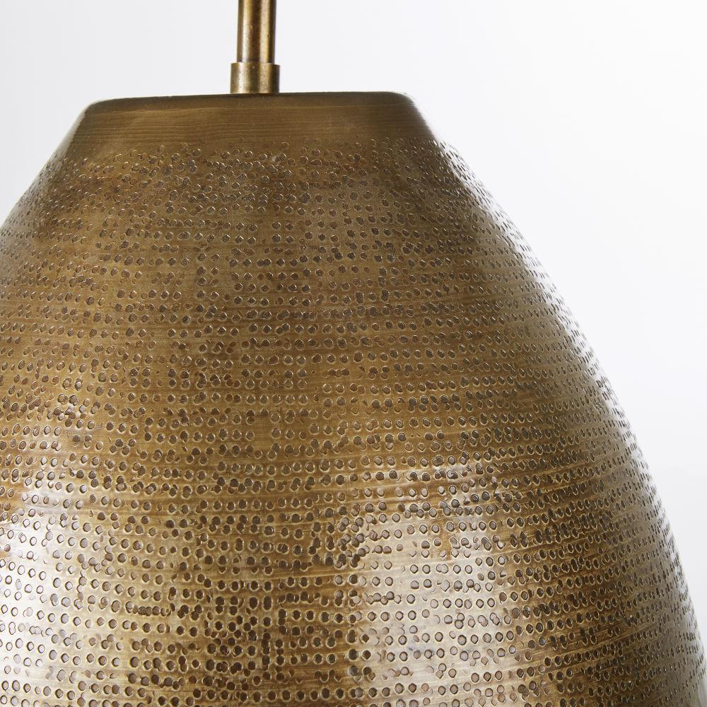 Lampe en métal martelé laiton vieilli et abat-jour noir