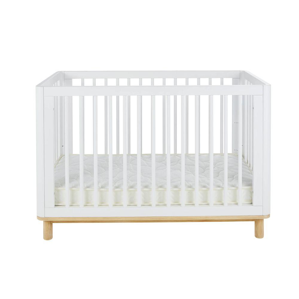 Lit bébé à barreaux en pin et hêtre blanc mat L125