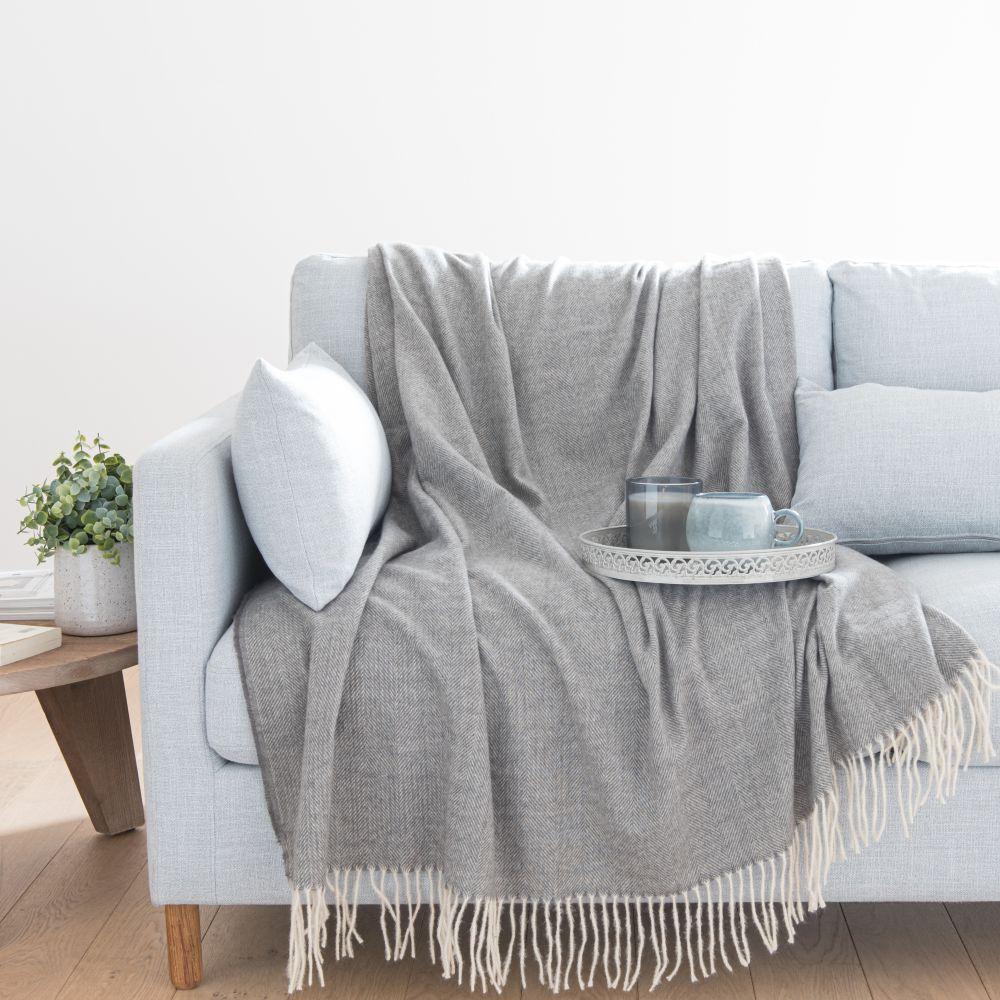 Plaid gris motifs à rayures 150x200