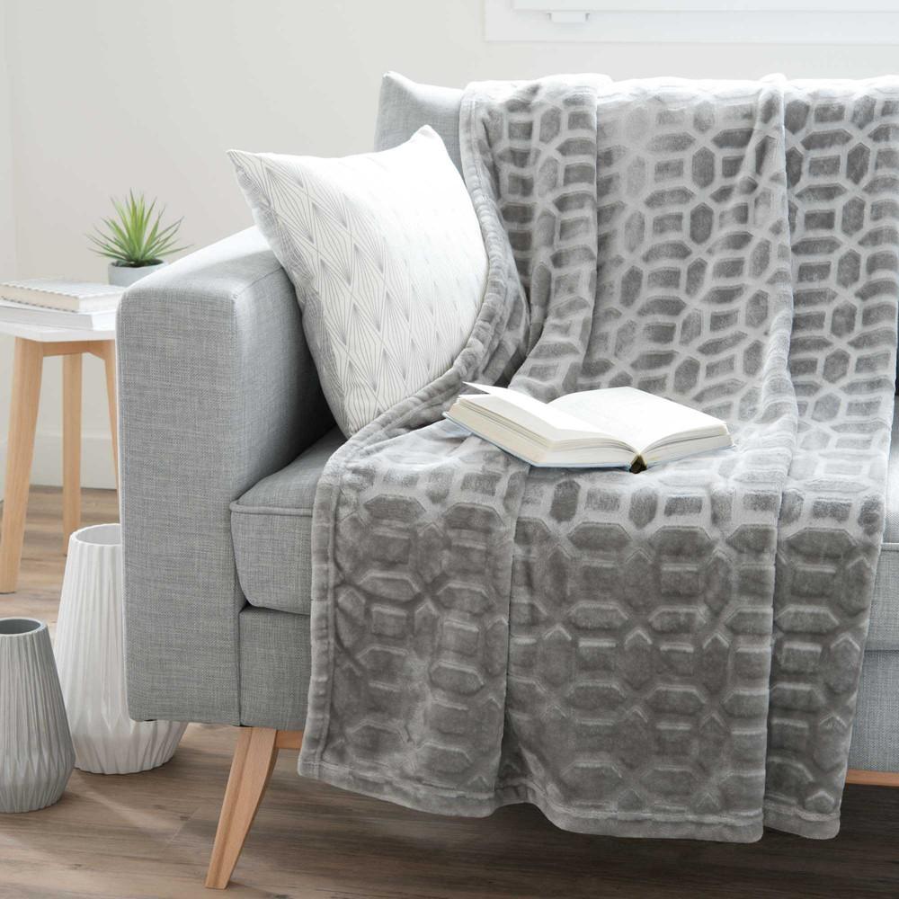 Plaid gris motifs graphiques 150x230