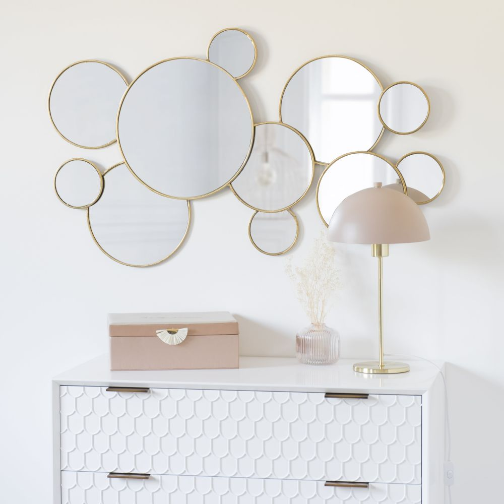 Runder Spiegel mit goldfarbenem Metallrahmen 106x63