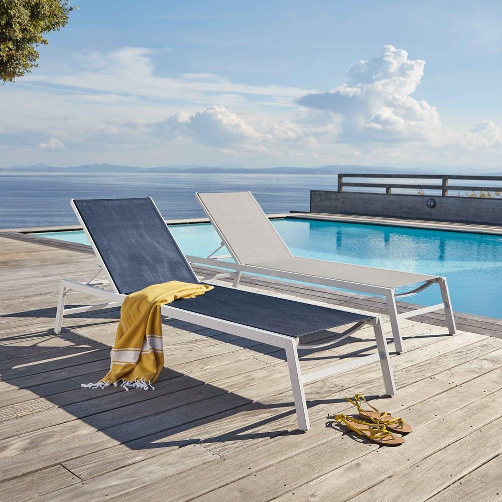 bain de soleil en aluminium blanc et toile plastifi e gris clair hawai maisons du monde. Black Bedroom Furniture Sets. Home Design Ideas