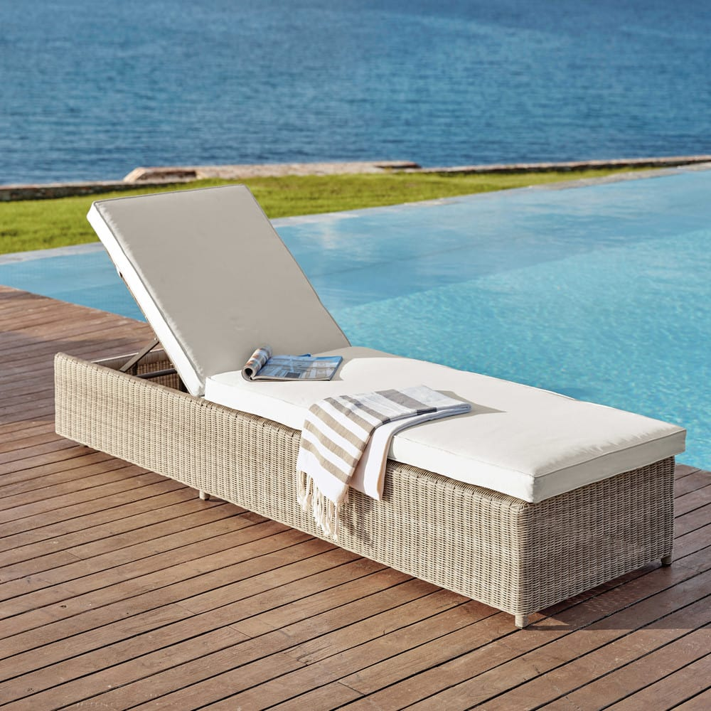 bain de soleil en r sine tress e beige et coussin cru. Black Bedroom Furniture Sets. Home Design Ideas
