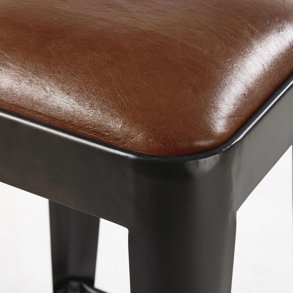 barhocker aus braunem leder und schwarzem metall manufacture maisons du monde. Black Bedroom Furniture Sets. Home Design Ideas