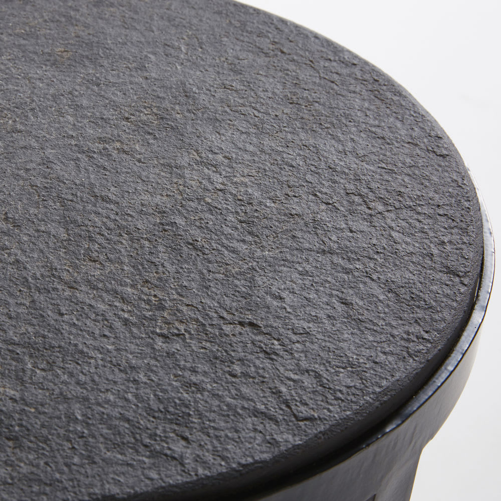 Beistelltisch aus metall und stein schwarz padang for Gartendeko aus stein und metall