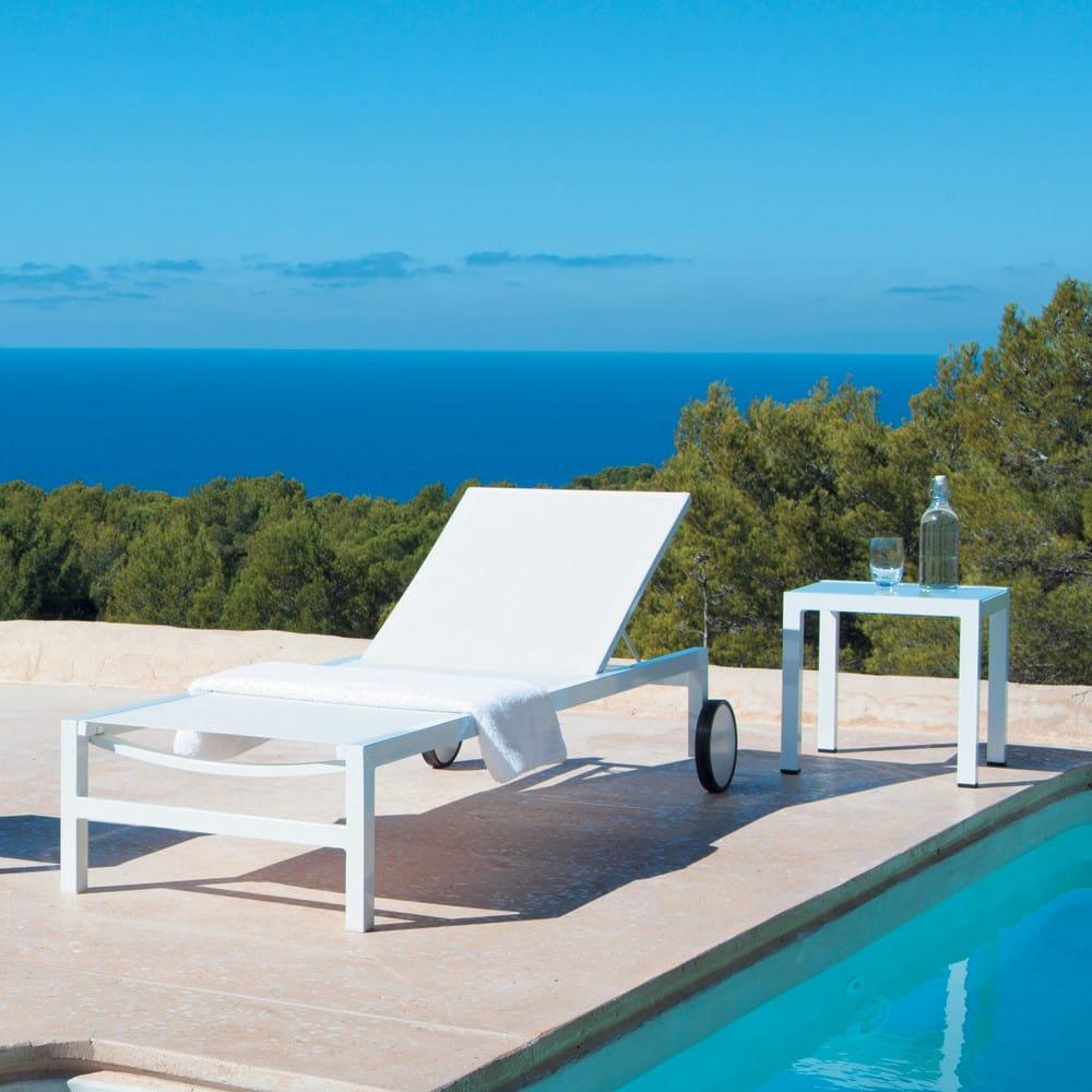 bout de canap de jardin en aluminium blanc l 45 cm. Black Bedroom Furniture Sets. Home Design Ideas