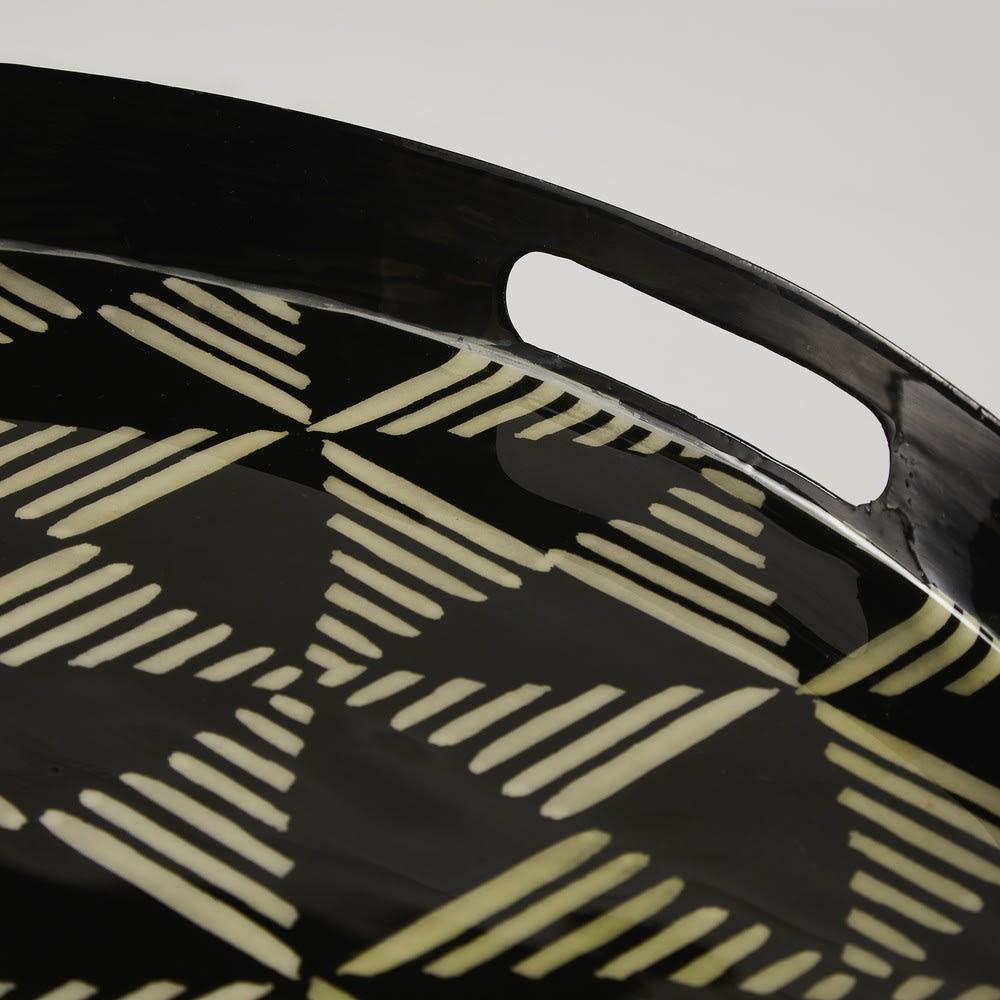 bout de canap en m tal noir motifs indigo maisons du. Black Bedroom Furniture Sets. Home Design Ideas