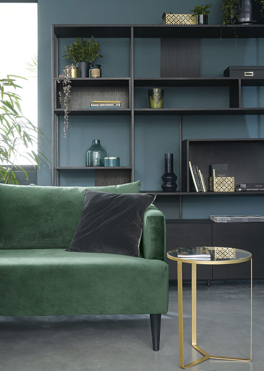 bout de canap en verre et m tal dor olivia maisons du. Black Bedroom Furniture Sets. Home Design Ideas