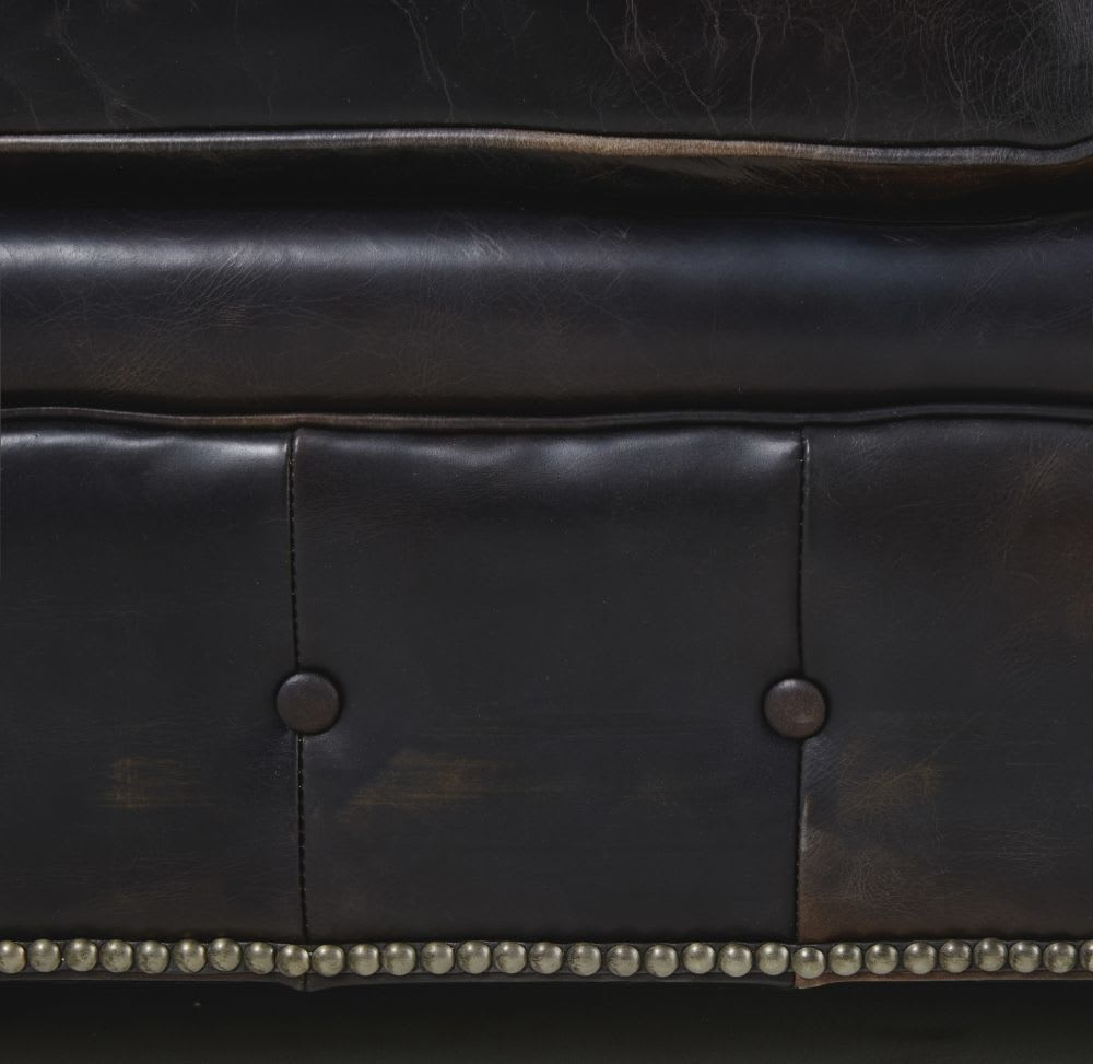 Canap lit capitonn 3 places en cuir moka chesterfield maisons du monde for Lit capitonne cuir