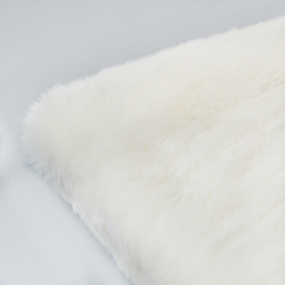 coussin fausse fourrure blanc 45 x 45 cm snowdown maisons du monde. Black Bedroom Furniture Sets. Home Design Ideas