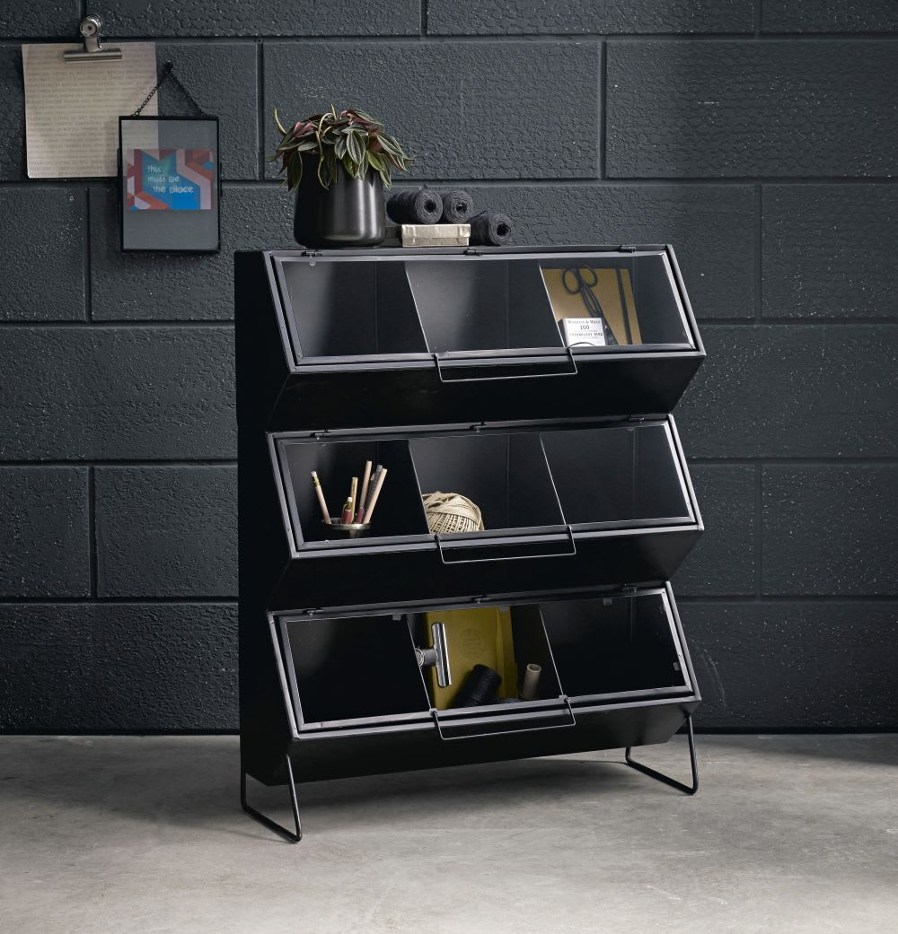 etag re en m tal noir 3 portes en verre moreau maisons. Black Bedroom Furniture Sets. Home Design Ideas