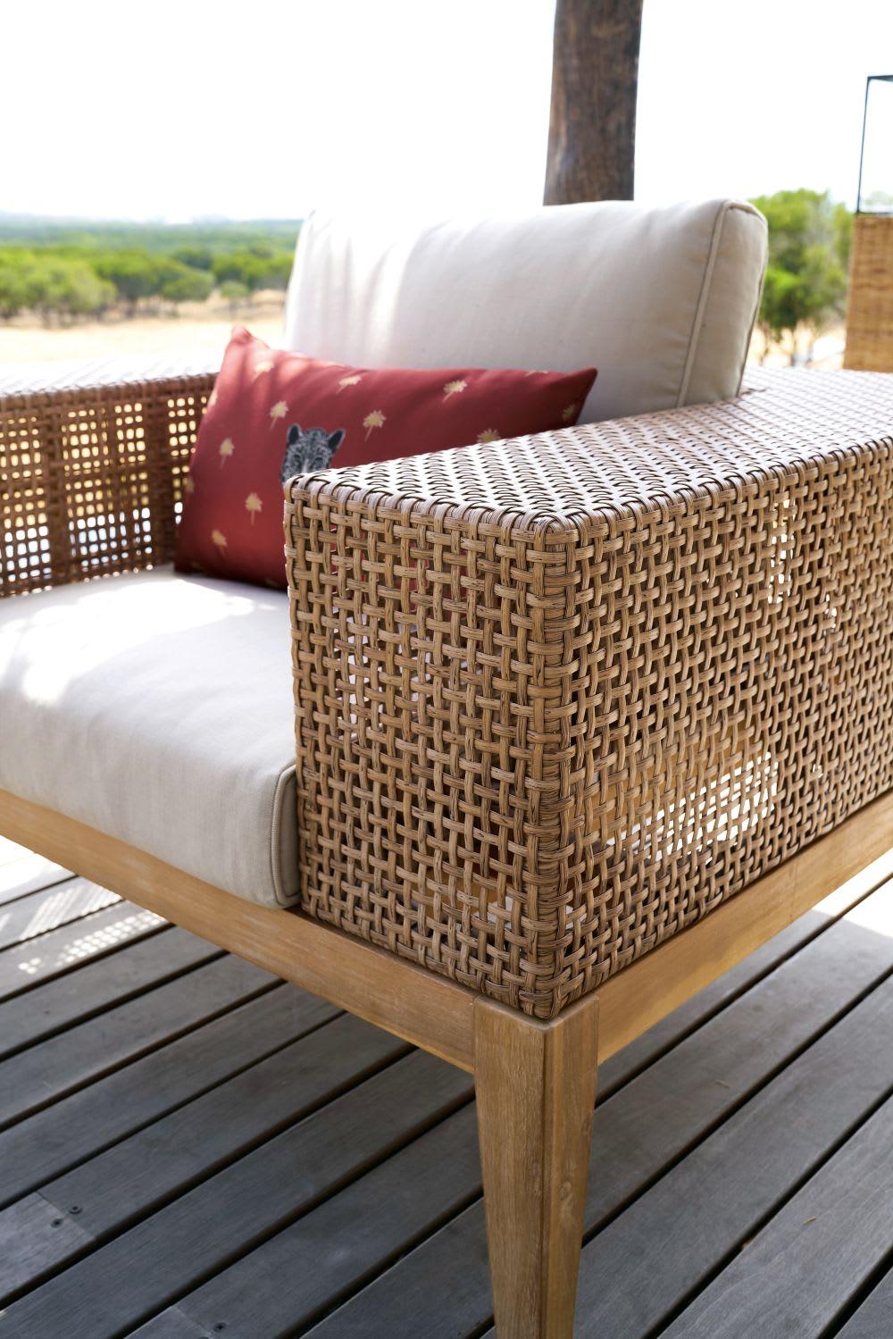 fauteuil de jardin en r sine tress e et toile taupe clair cala bassa maisons du monde. Black Bedroom Furniture Sets. Home Design Ideas