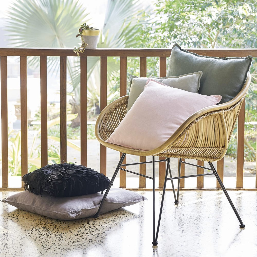 fauteuil en rotin et m tal noir pitaya maisons du monde. Black Bedroom Furniture Sets. Home Design Ideas