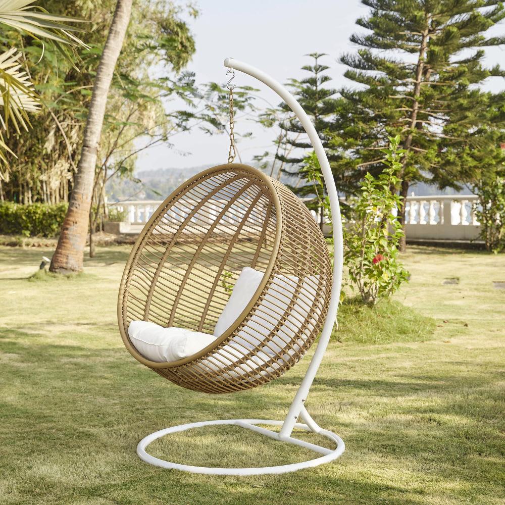 fauteuil suspendu de jardin en r sine tress e maisons du monde. Black Bedroom Furniture Sets. Home Design Ideas