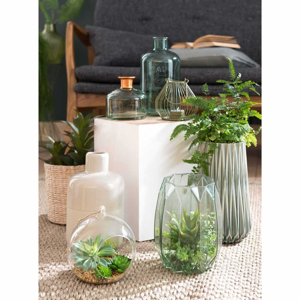 glaskugel mit k nstlichen sukkulenten zum aufh ngen maisons du monde. Black Bedroom Furniture Sets. Home Design Ideas