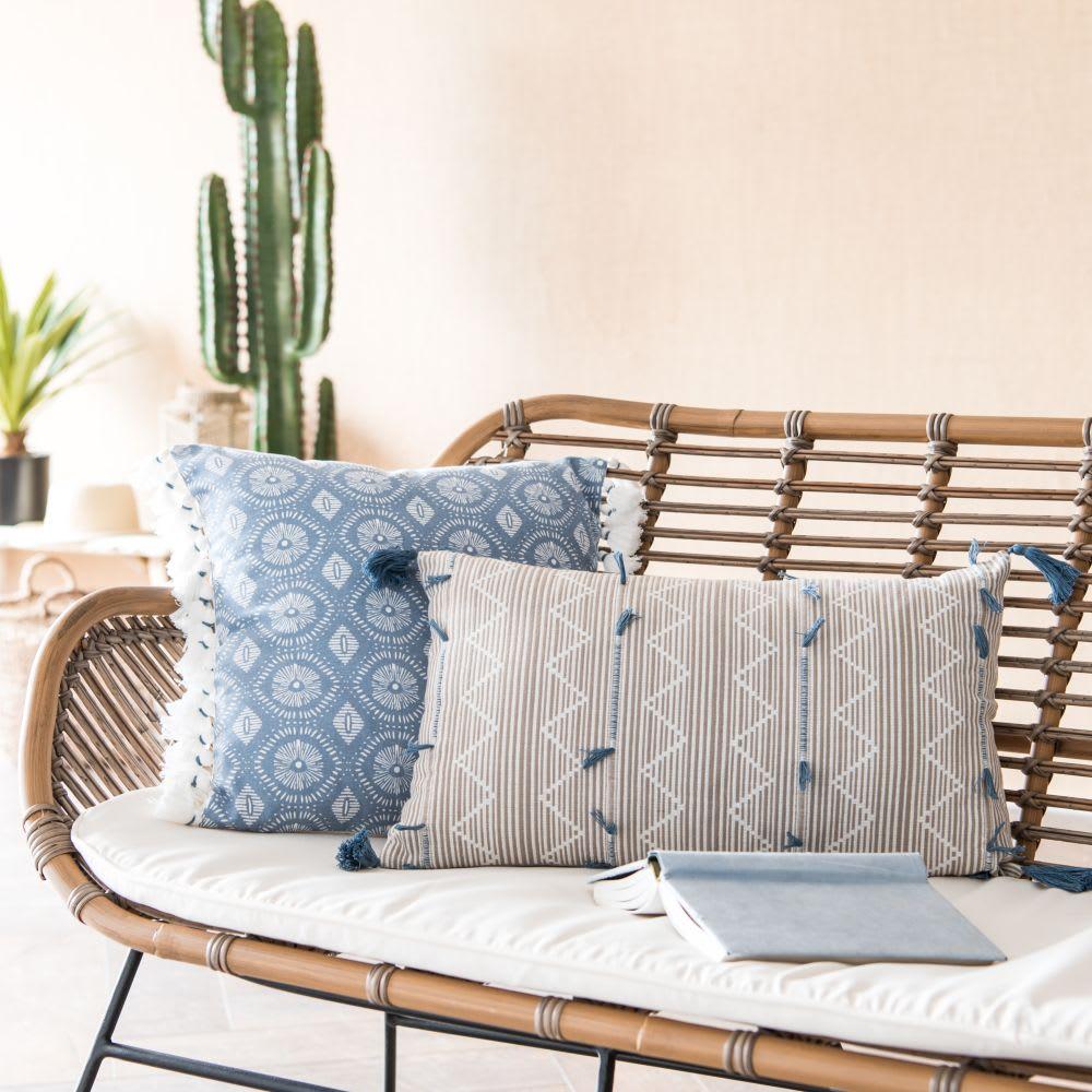 housse de coussin pompons en coton bleu et cru 40x40. Black Bedroom Furniture Sets. Home Design Ideas