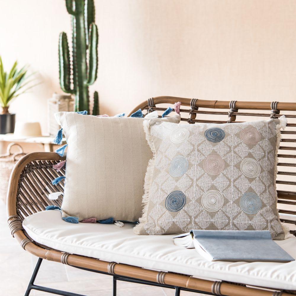 housse de coussin en coton bleu pompons 40x40 hvar. Black Bedroom Furniture Sets. Home Design Ideas