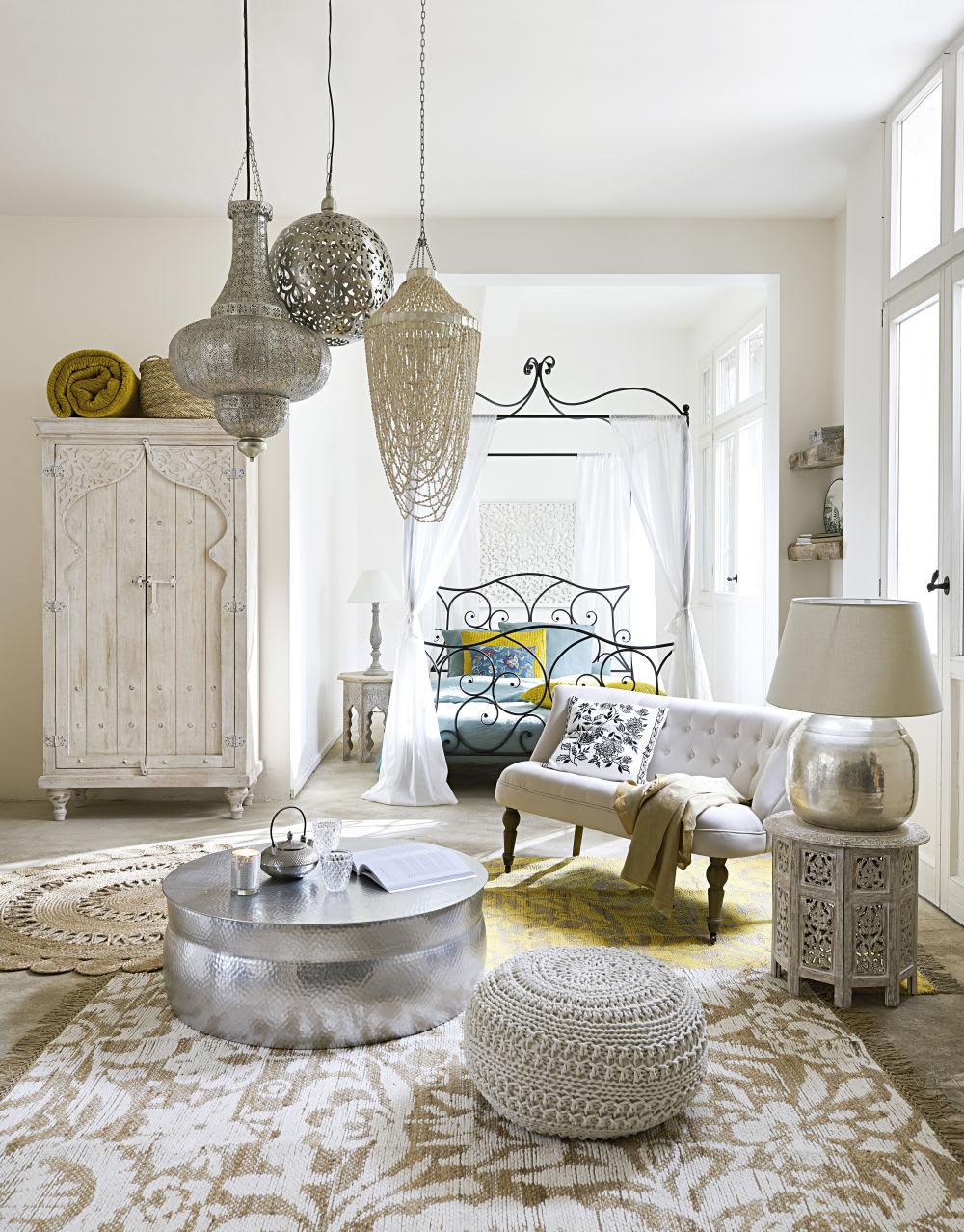 Bout de canapé sculpté blanchi L 46 cm