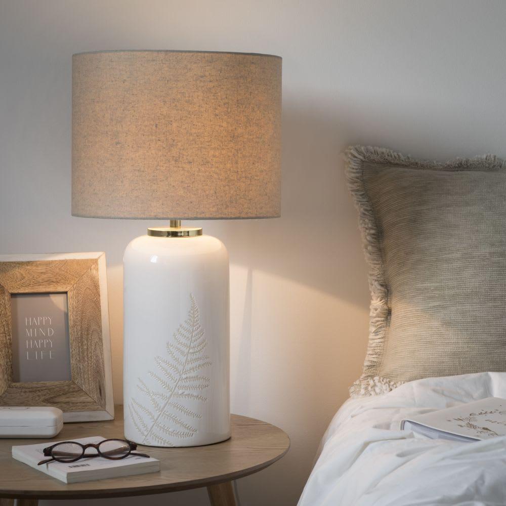lampe poser en c ramique blanche et abat jour cru. Black Bedroom Furniture Sets. Home Design Ideas