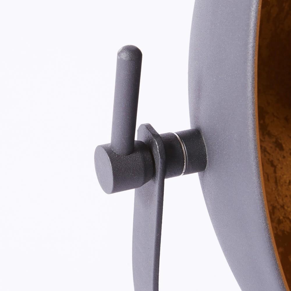 lampe aus metall schwarz und goldfarben rock light. Black Bedroom Furniture Sets. Home Design Ideas