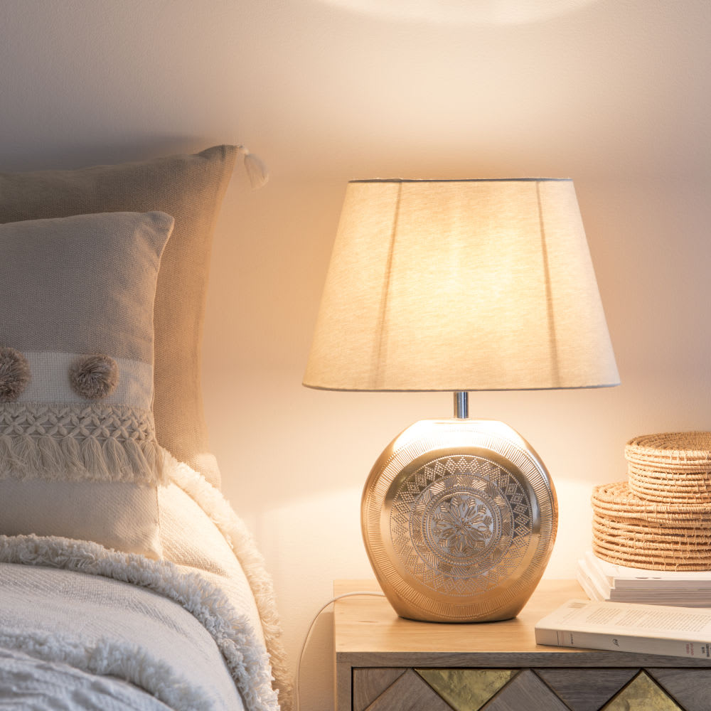lampe en c ramique dor mat et abat jour blanc mojaves. Black Bedroom Furniture Sets. Home Design Ideas