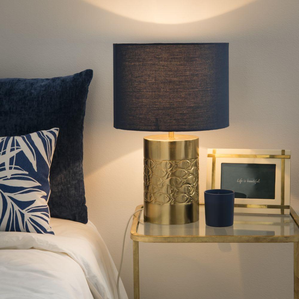 lampe en m tal dor et abat jour bleu fishes maisons du. Black Bedroom Furniture Sets. Home Design Ideas