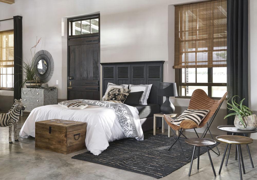 malle en manguier motif carte du monde en relief comptoirs. Black Bedroom Furniture Sets. Home Design Ideas