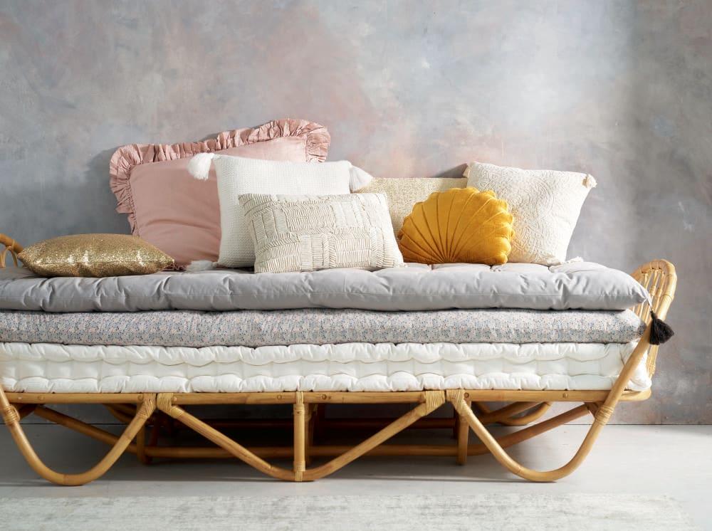 matelas gaddiposh en coton gris 90x190 maisons du monde. Black Bedroom Furniture Sets. Home Design Ideas