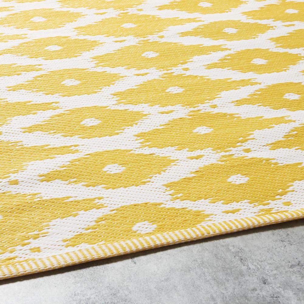 outdoor teppich gelb mit wei en grafikmotiven 140x200. Black Bedroom Furniture Sets. Home Design Ideas