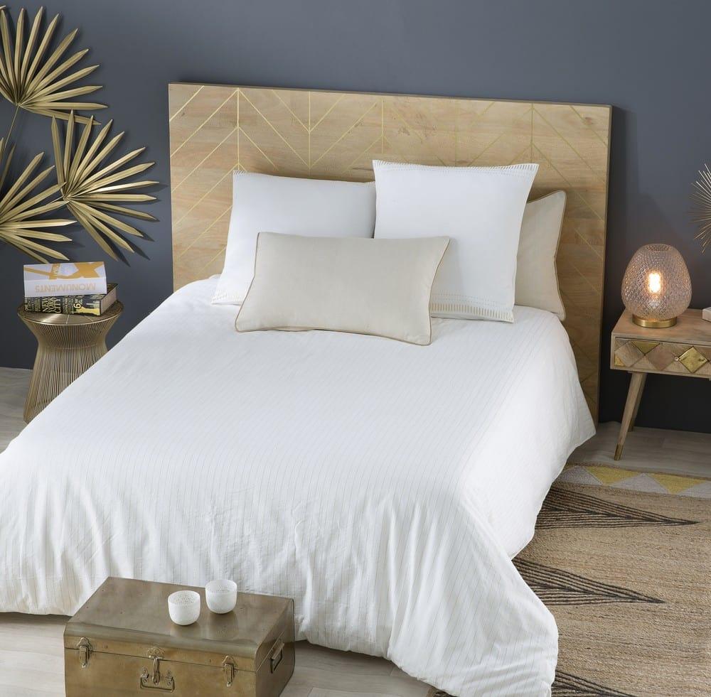 parure de lit en coton blanc 220x240 exochic maisons du. Black Bedroom Furniture Sets. Home Design Ideas