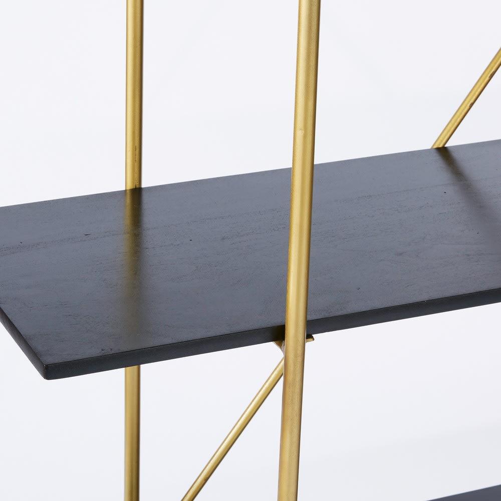 regal aus goldfarbenem metall und massivem schwarzem. Black Bedroom Furniture Sets. Home Design Ideas