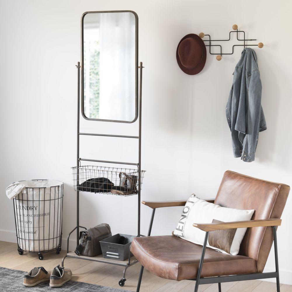 spiegel mit rollen aus schwarzem metall mit ablage aus. Black Bedroom Furniture Sets. Home Design Ideas