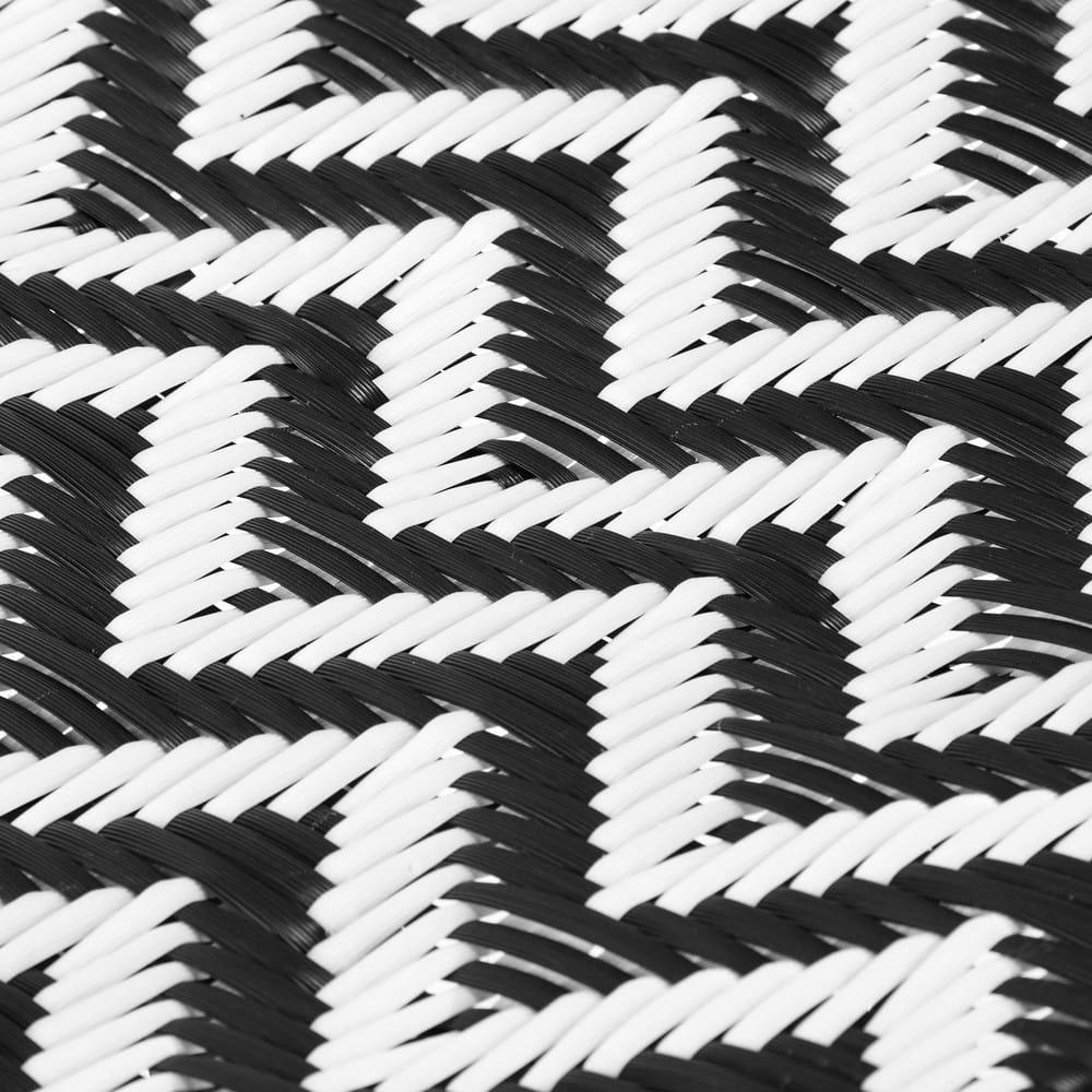 stuhl aus harzgeflecht und metall schwarz wei zigzag. Black Bedroom Furniture Sets. Home Design Ideas