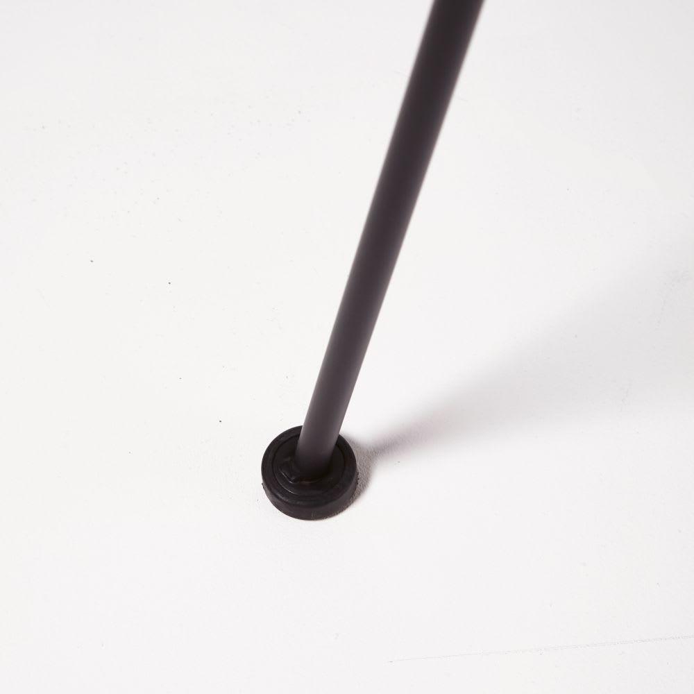 Stuhl Aus Schwarzem Metall Und Harz Mit Rattan Effekt