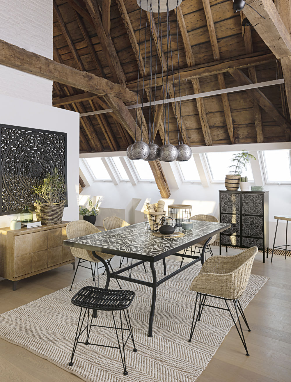 table manger en m tal et carreaux de ciment 6 8. Black Bedroom Furniture Sets. Home Design Ideas
