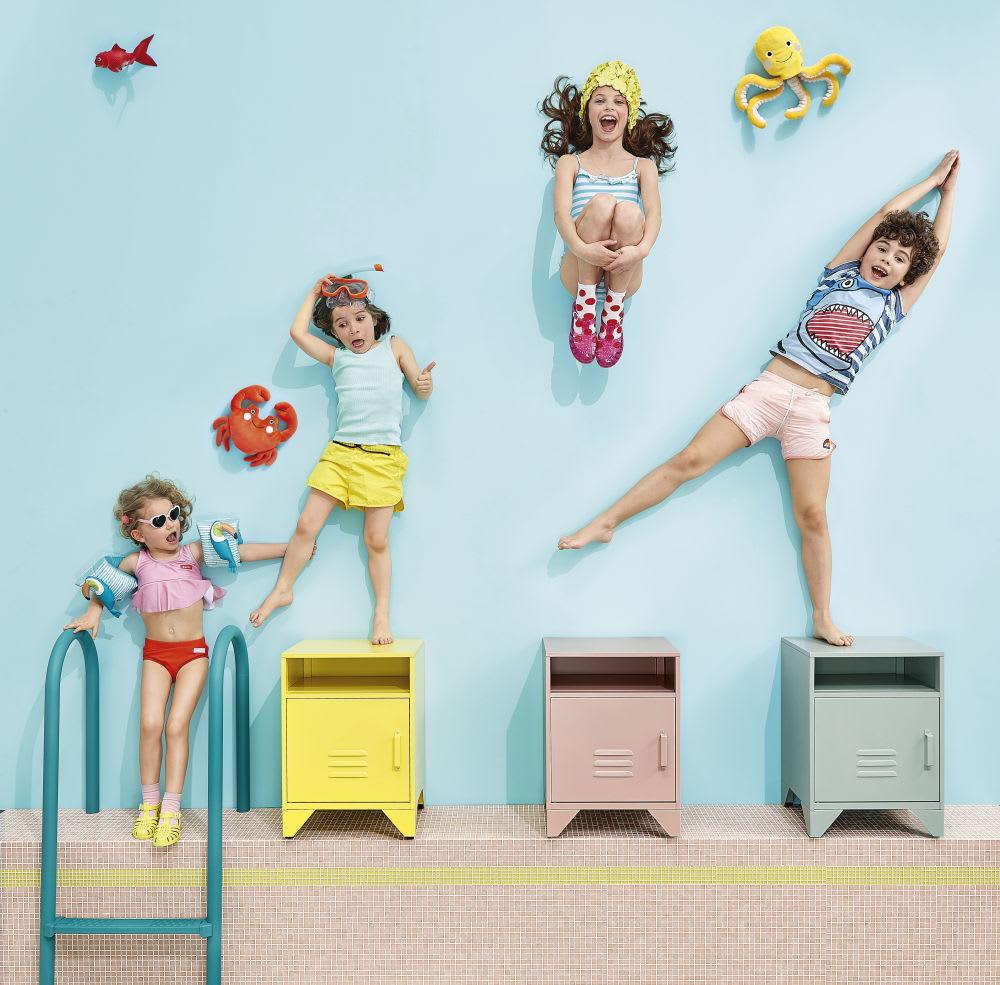 table de chevet en m tal bleu pastel sunset maisons du monde. Black Bedroom Furniture Sets. Home Design Ideas