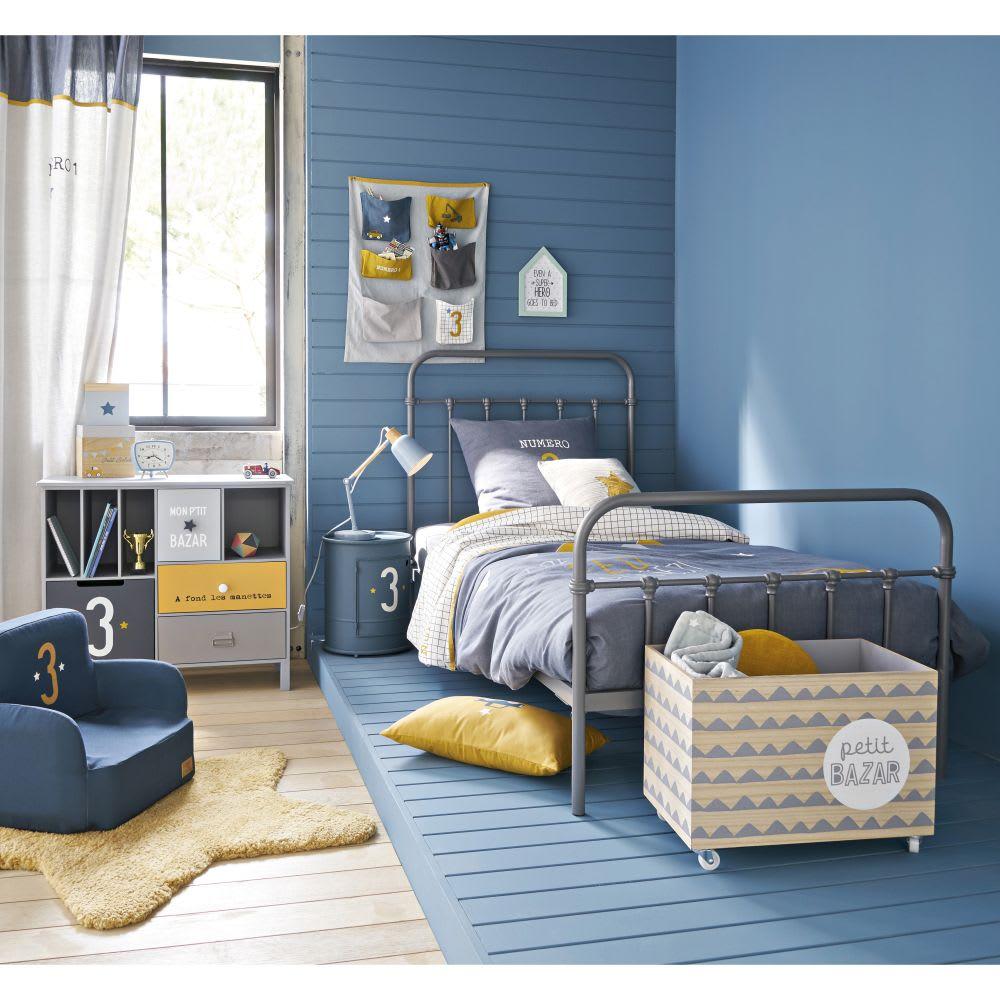 table de chevet et assise enfant en m tal bleu petit bolide maisons du monde. Black Bedroom Furniture Sets. Home Design Ideas